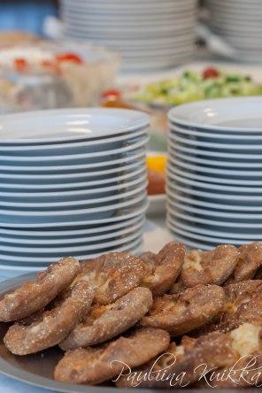 Karjalanpiirakoita leivomme myyntiin ja tilaisuuksissa tarjottavaksi